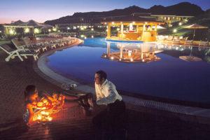 Geovillage Hotel - Piscina in notturna